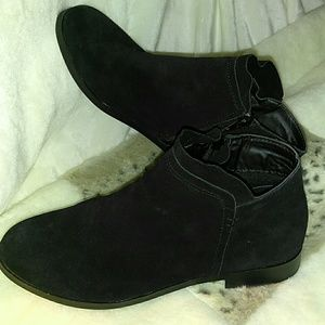 STEVE MADDEN BLACK SUEDE ANKLE BOOTS